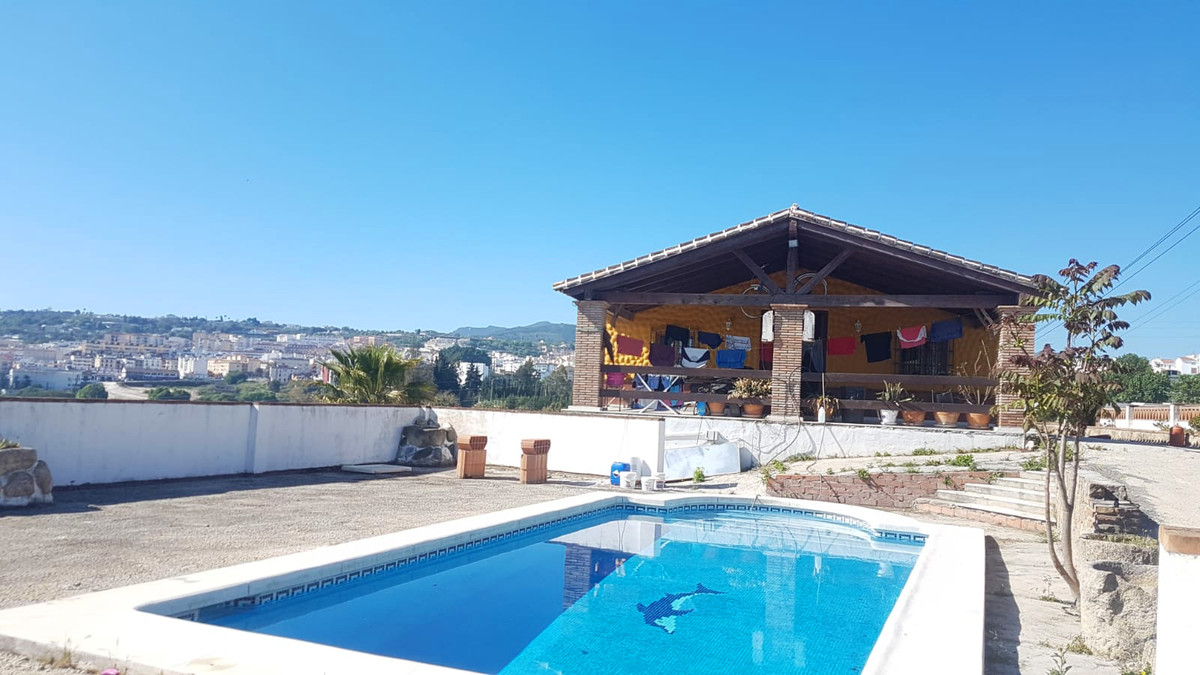 Great country home located on the outskirts of Coin. The property benefits from incredible views of ,Spain
