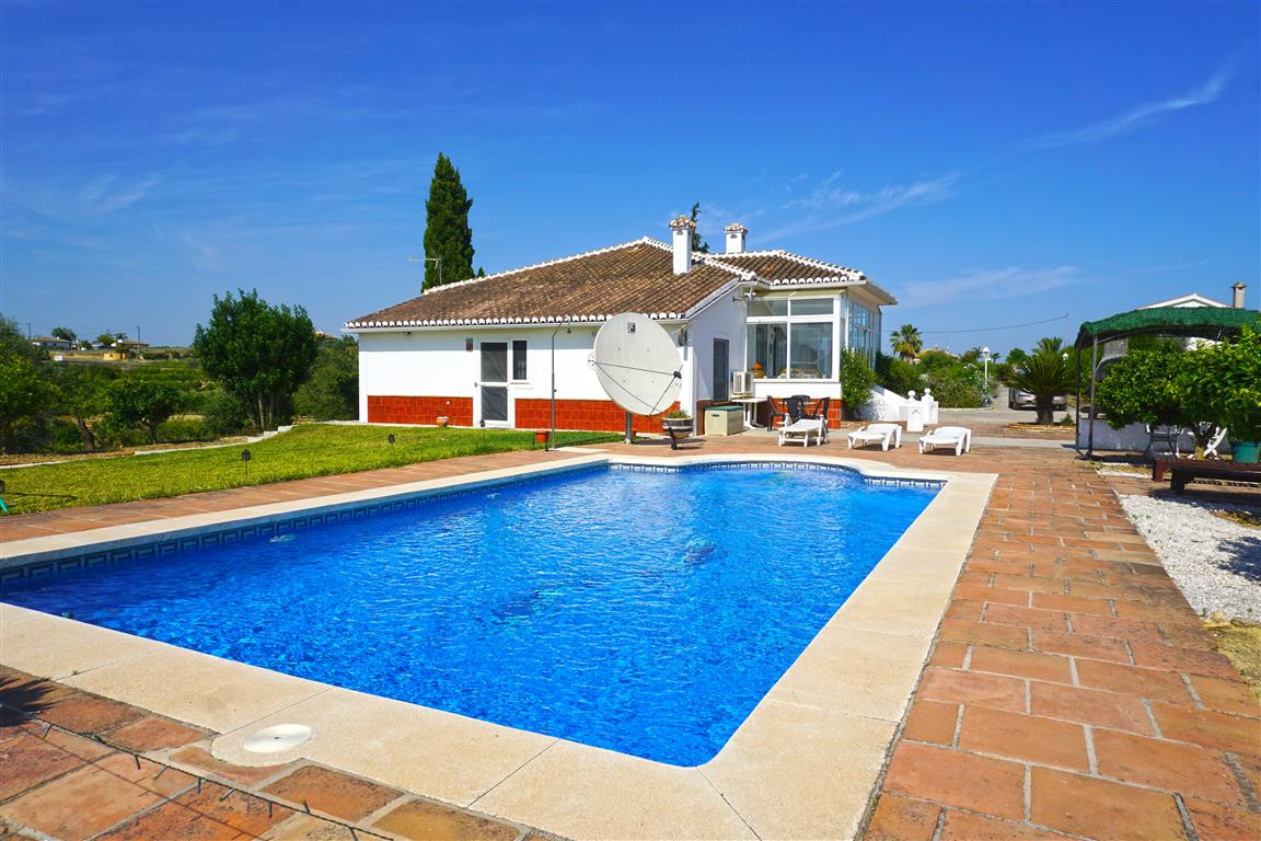 This is a fabulous country home located in a beautiful rural area just 3km from the town. The house ,Spain
