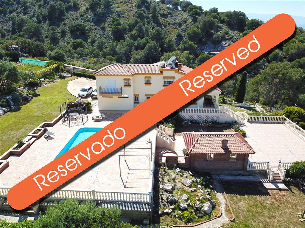Lovely detached villa set on a 2,775m² corner plot with incredible views of the Guadalhorce valley. ,Spain