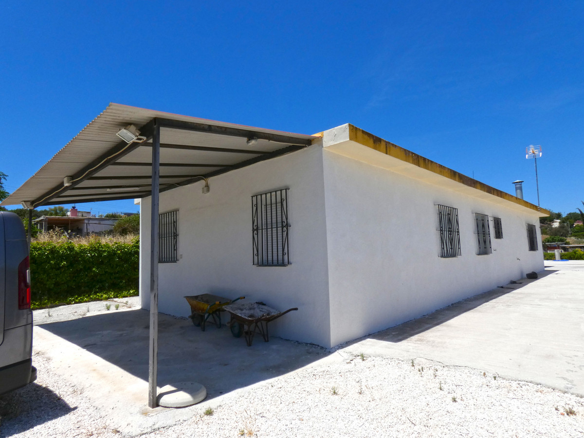 Lovely country home with excellent access, in a great location between Coin and Cartama, within walk, Spain