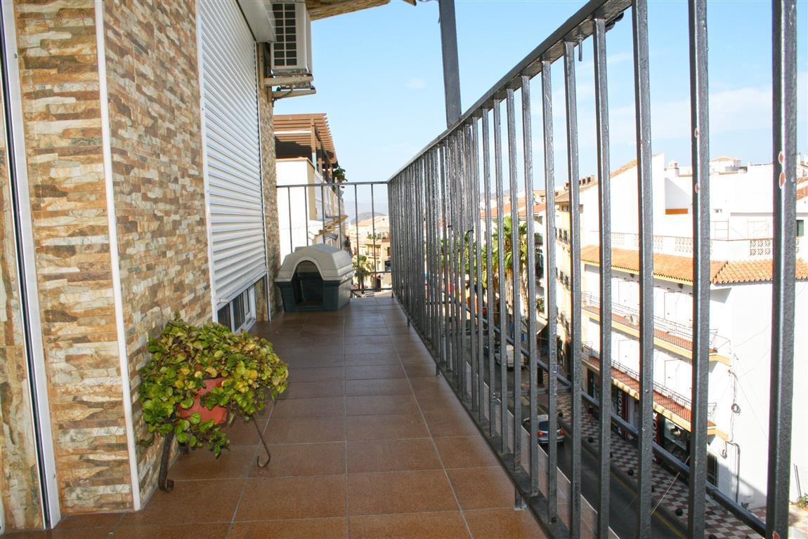 Very bright apartment located in the heart of Alhaurin el Grande. It comprises of a large terrace wi, Spain