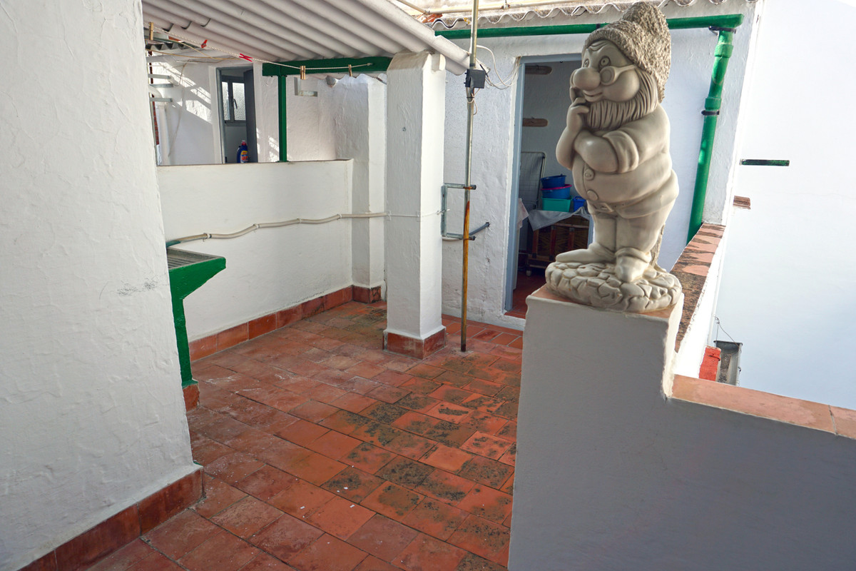 Nice townhouse in an unbeatable area in Coin. The property comprises two floors plus a roof terrace., Spain