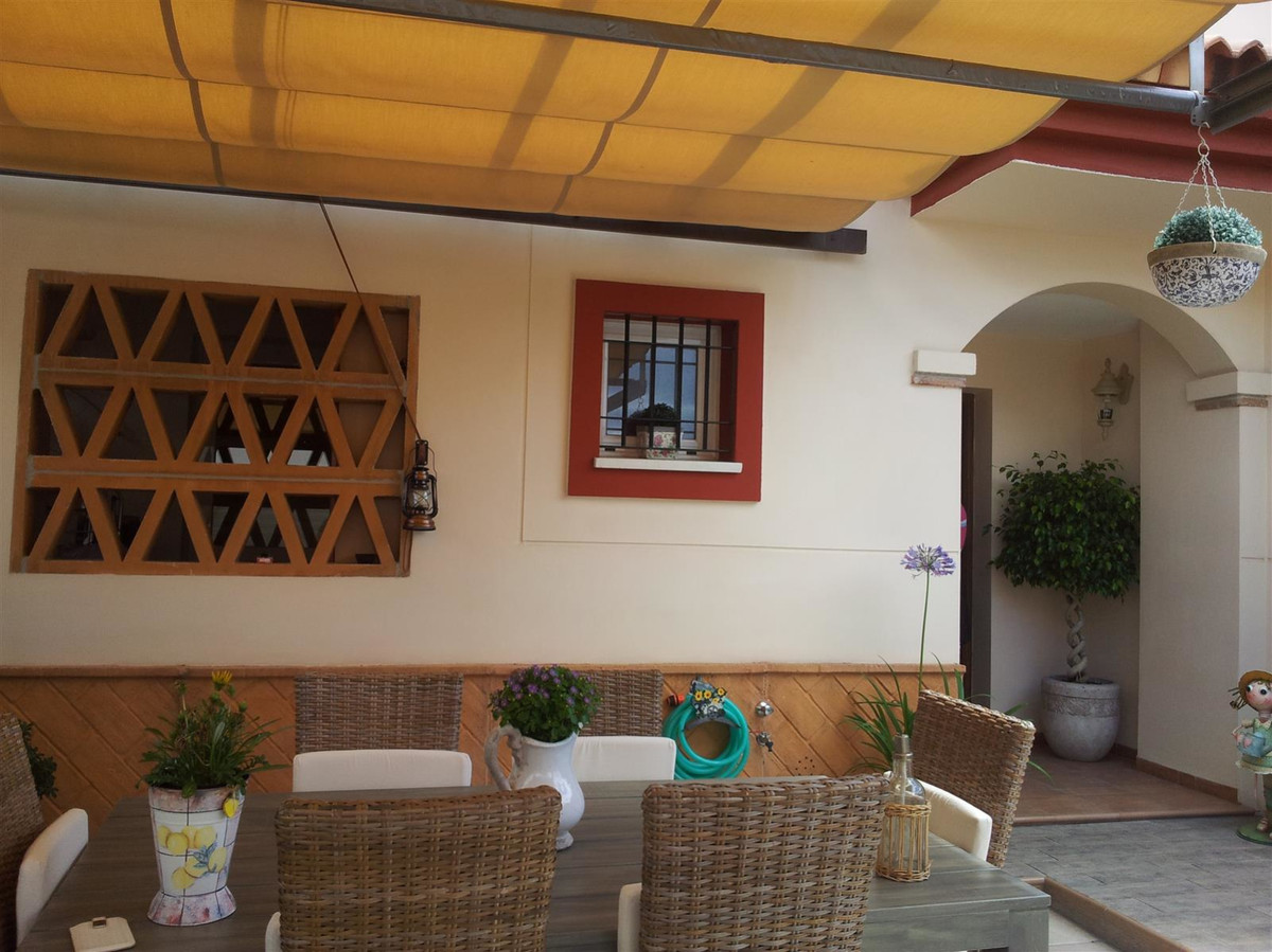 Large east/west facing semi-detached house in a beautiful urbanisation in the town of Cartama. It is,Spain