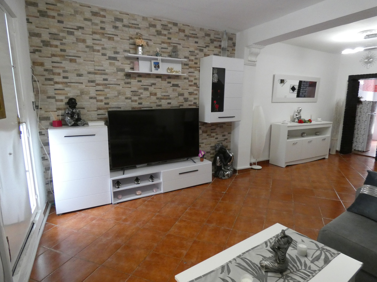 Recently renovated townhouse just a short walk from the old town area of Alhaurin el Grande. The pro, Spain