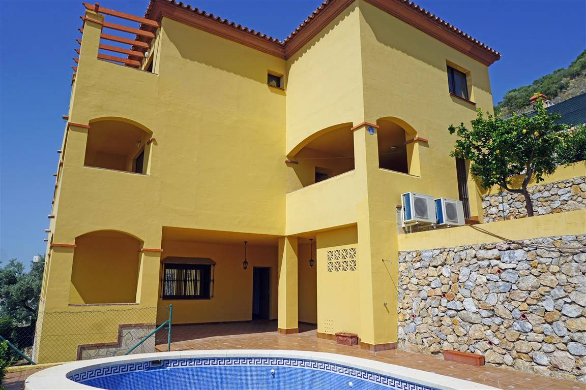 MUST BE SEEN! A magnificent and extremely spacious 5 double bedroom, 4 bathroom villa with the most ,Spain