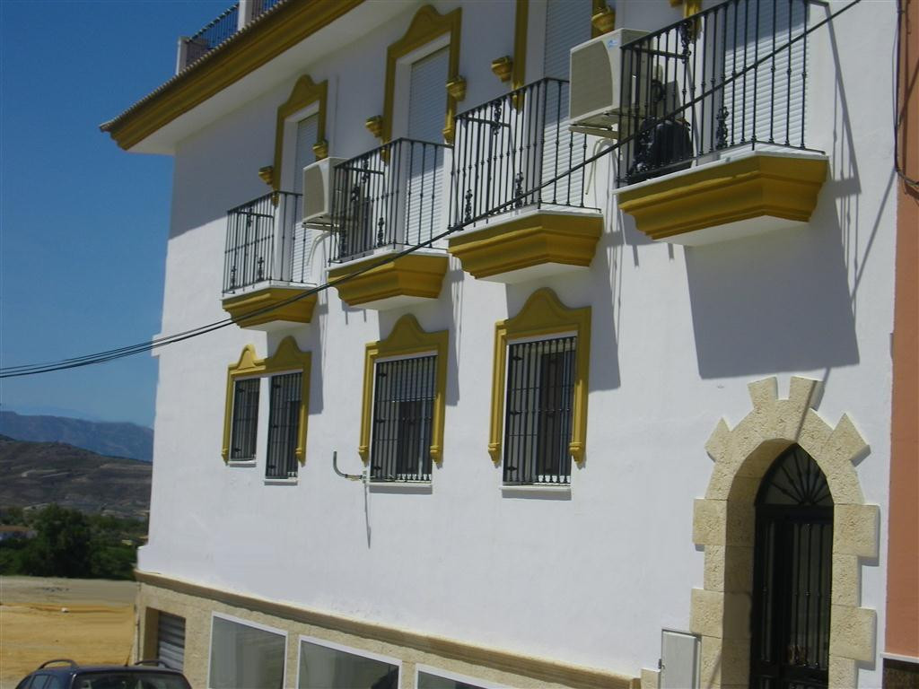 A cosy 2 bedroom, one bathroom apartment very near to the centre of Alhaurin el Grande. It has been ,Spain
