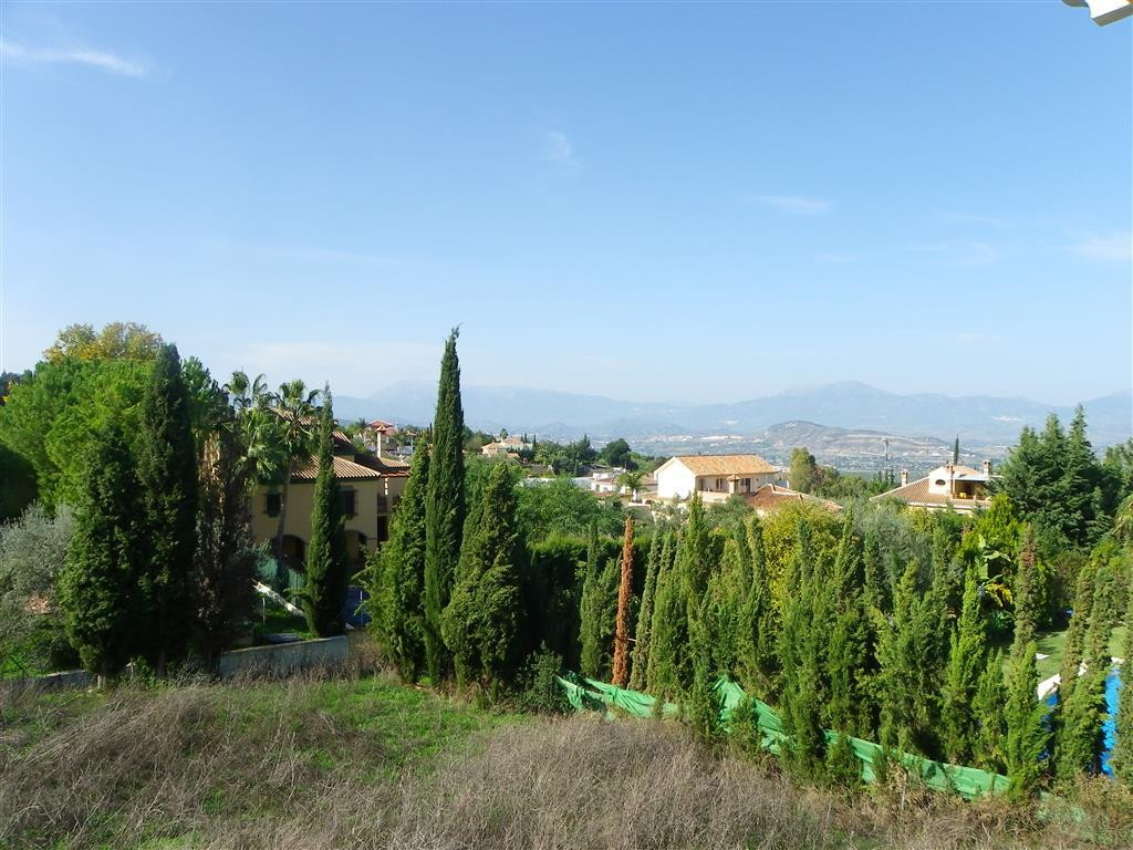 A plot of 1600m² with structure for sale in Alhaurin el Grande. It has a project and license for a t, Spain