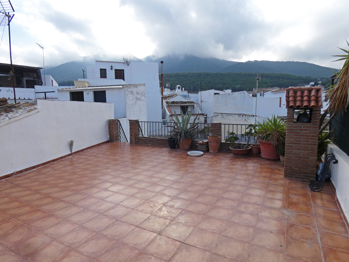 Spacious townhouse in the very centre of Alhaurin el Grande. The property is to be reformed to inclu, Spain