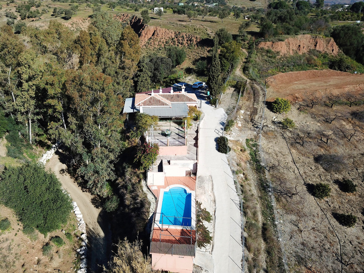 Large plot of rustic land with a quaint country house offering fabulous views overlooking the river , Spain
