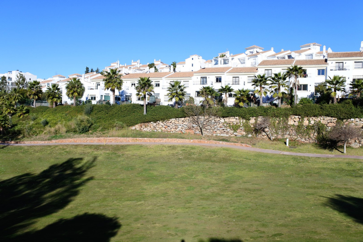 This front-line golf townhouse is presented for sale in excellent condition. Upstairs there are 3 do, Spain