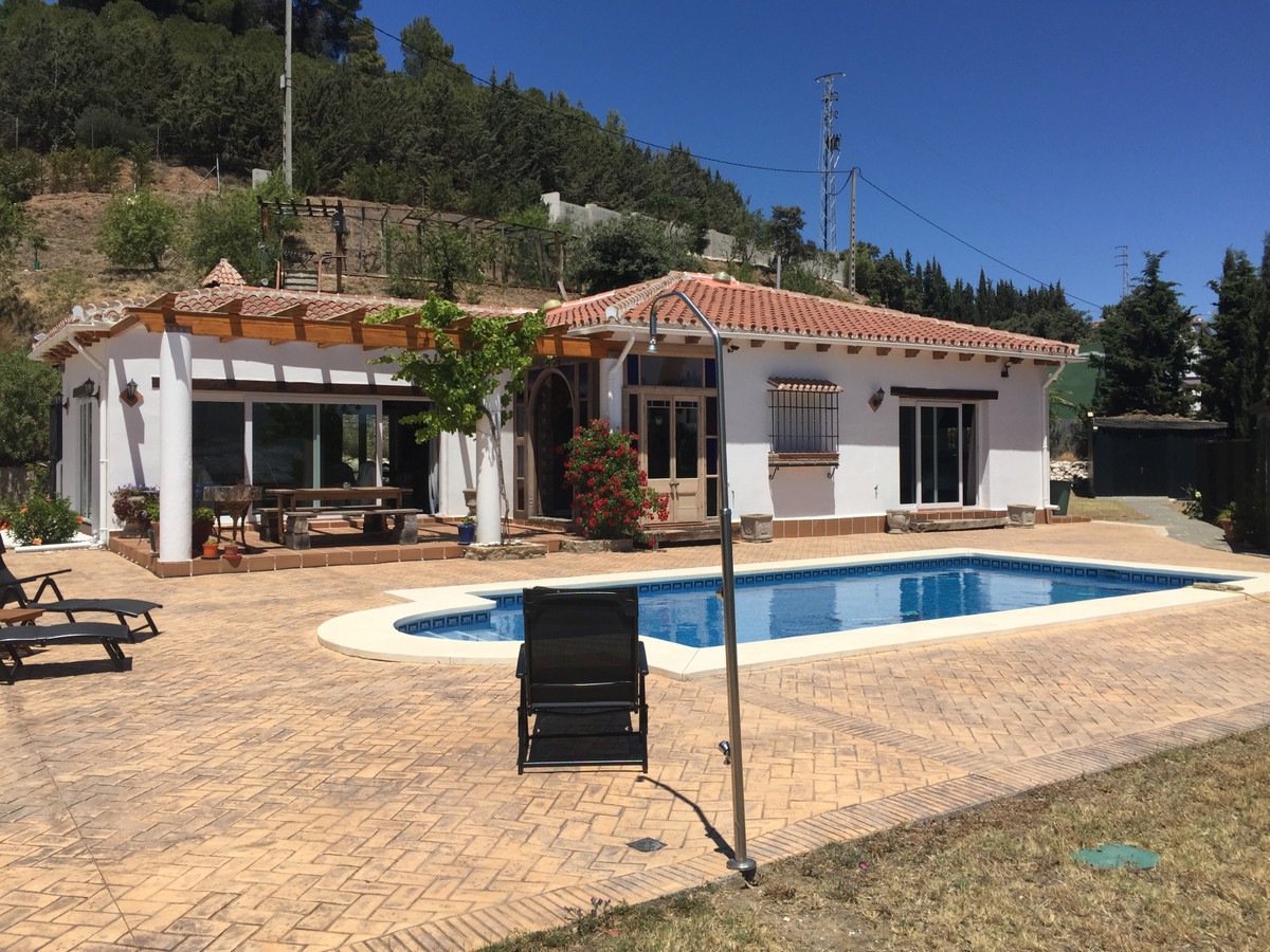 If you are looking for a property full of character and with stunning views to the mountains, then i Spain