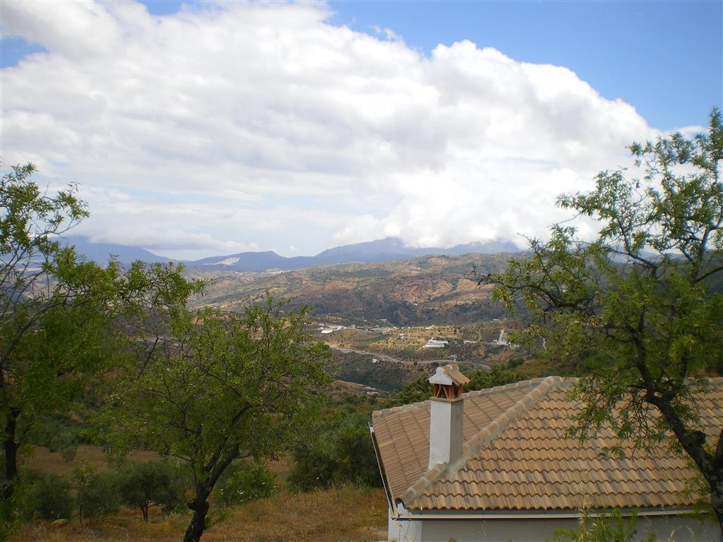 Country house in Tolox with stunning views to the mountains. The property is completely open plan an, Spain