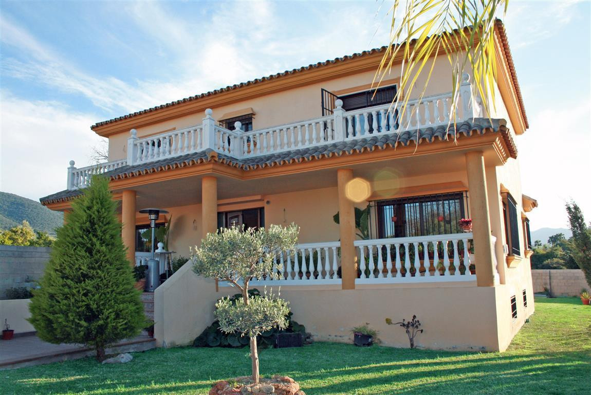 Beautiful villa in one of the best urbanisations in Alhaurin el Grande. The property has very good f,Spain