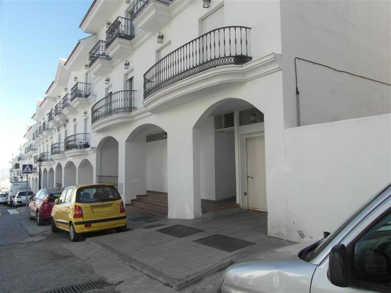 A very spacious (140m²) commercial property right in the centre of Alhaurin el Grande. The office is, Spain