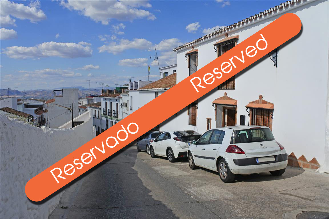 This traditional large Spanish townhouse consists of four bedrooms and three bathrooms, situated in ,Spain