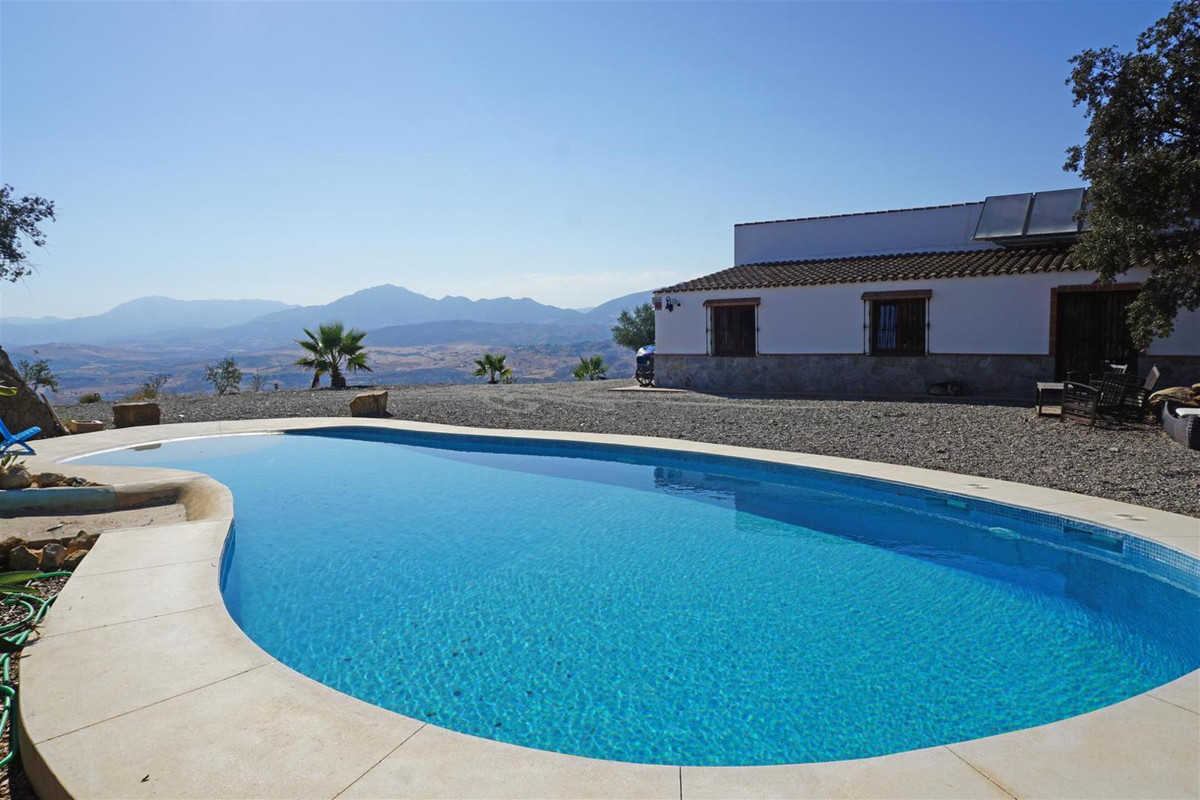 Beautiful country property with the most fabulous 360º panoramic views located on top of a small hil, Spain