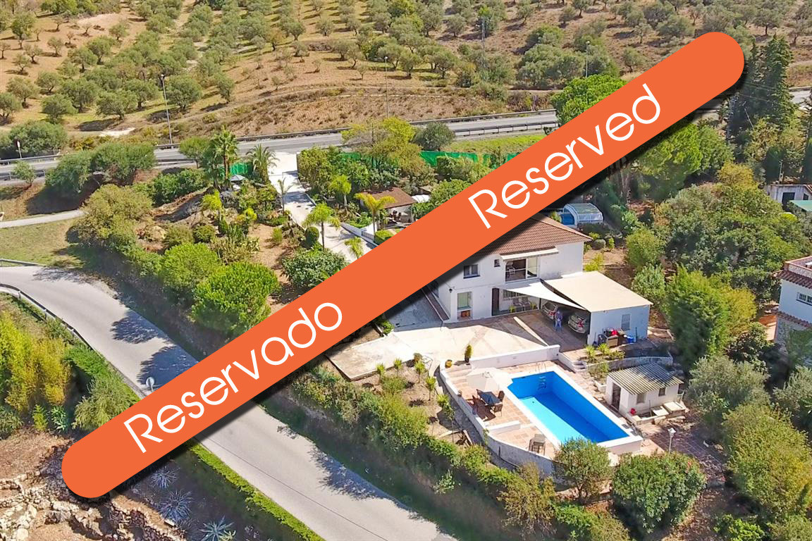 This is a beautiful detached traditional property located just 1km from the bustling town of Alhauri,Spain
