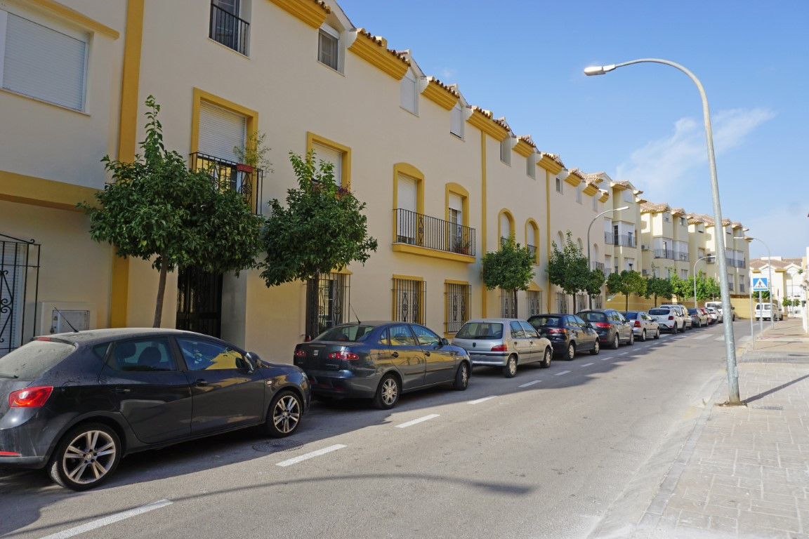 Bright and airy 2 bedroom penthouse in the centre of Coin. The property is in immaculate condition w,Spain
