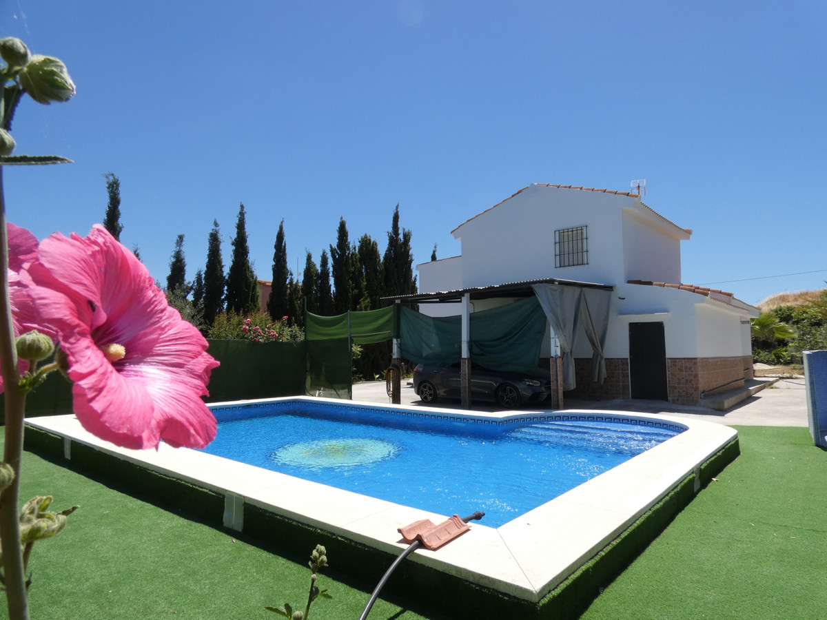 Beautiful and sunny country home in Cartama. It is built on around 2,600m² of completely flat land, ,Spain