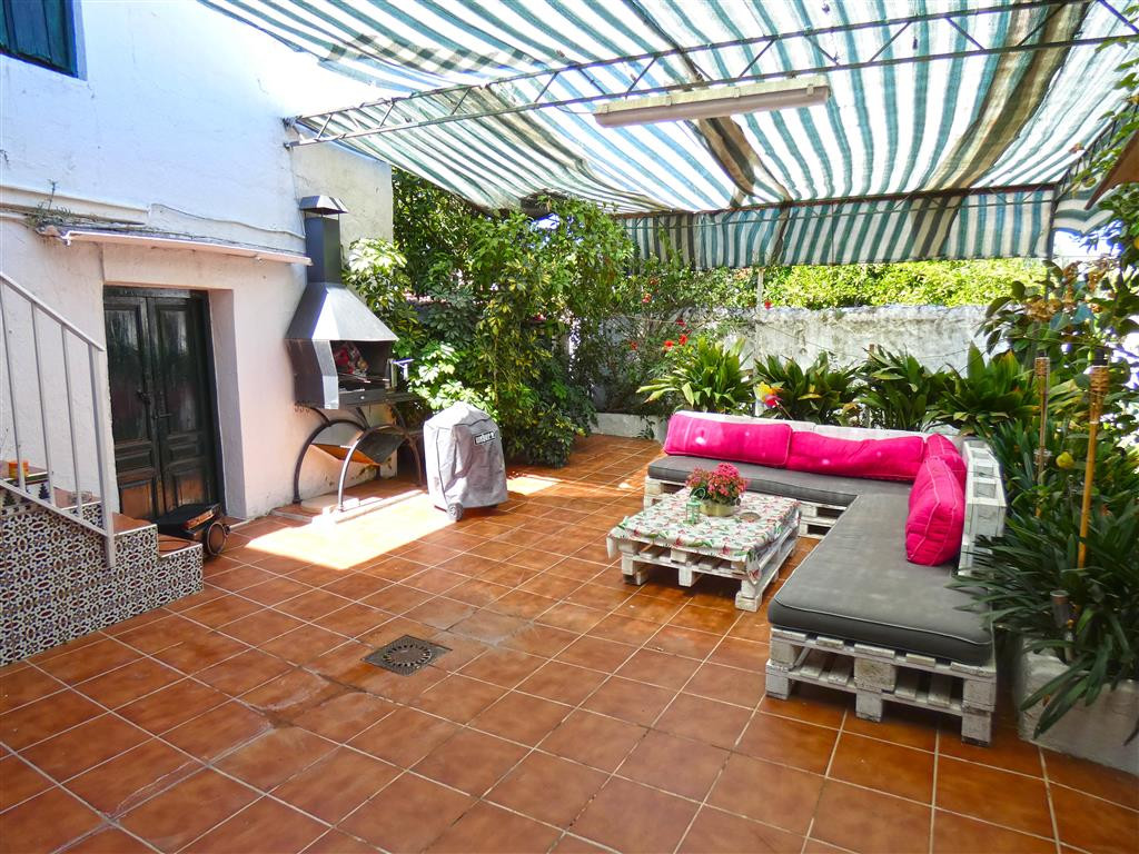 A REAL BARGAIN! Large town house in the heart of Alhaurin el Grande. The property benefits from a hu,Spain