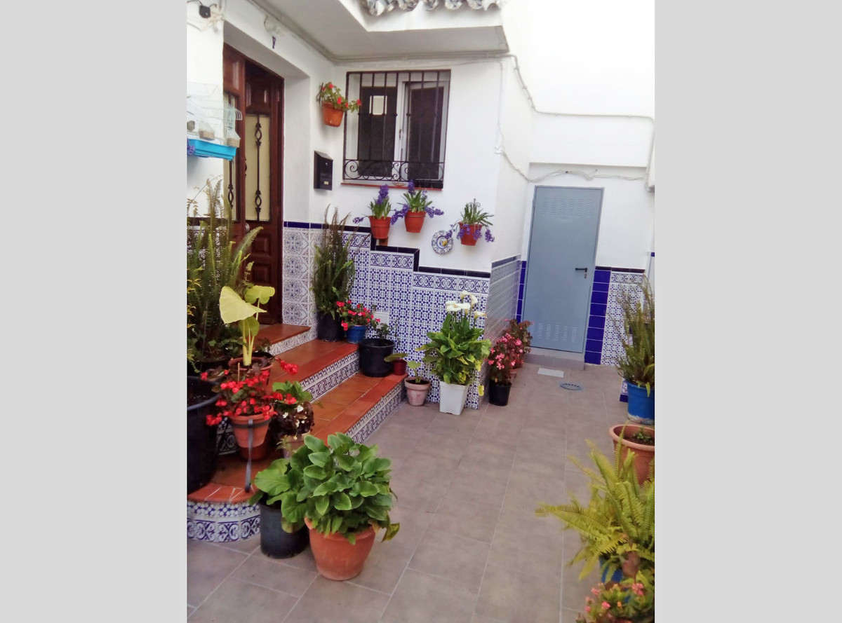 Beautiful townhouse in the center of Coin. The property is located on a quiet pedestrian street clos, Spain