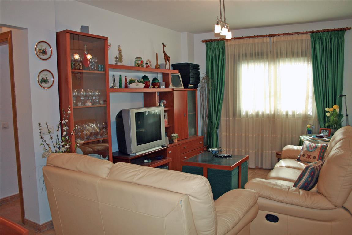 Nice apartment in Coin forming part of a community built in 2006. The property has two bedrooms and ,Spain