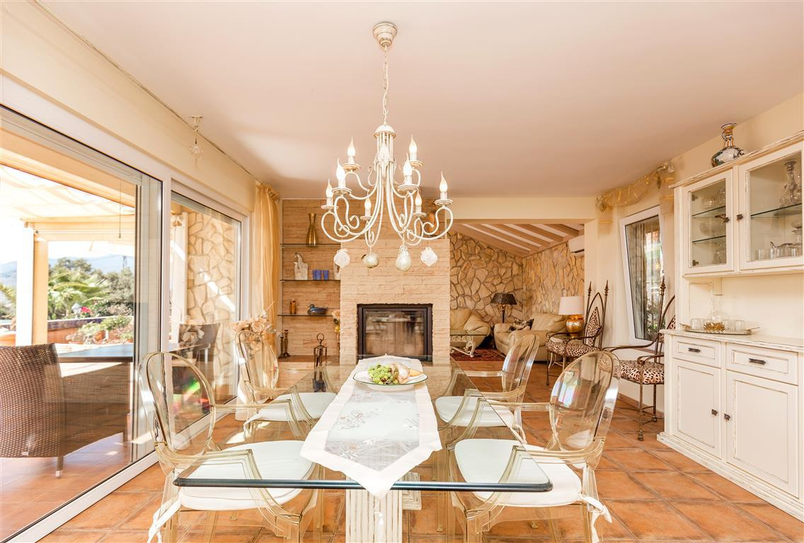 Villa con 13 Dormitorios en Venta Alozaina