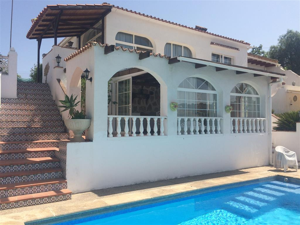 A very charming country house in a quiet location with easy access to Alhaurin de la Torre. The 2,00,Spain