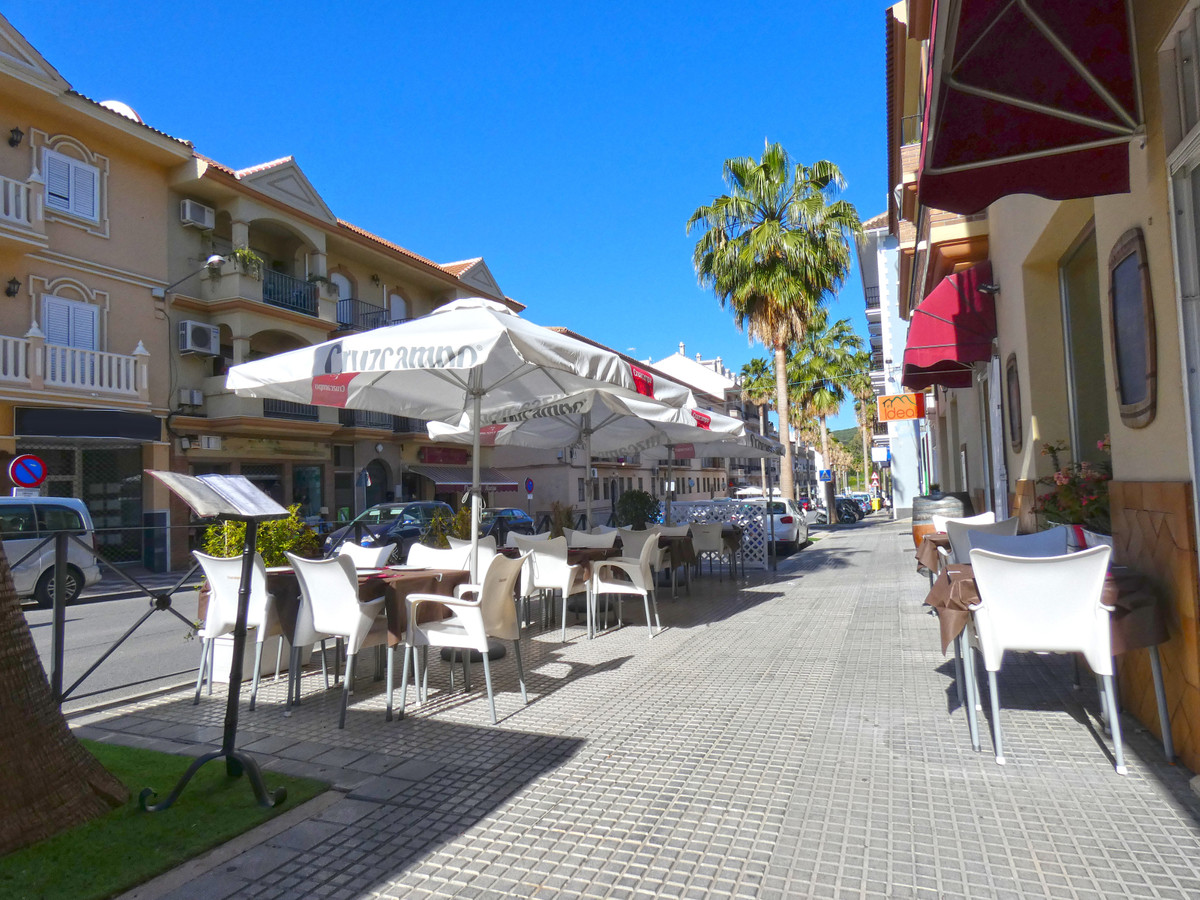 Restaurant in an excellent commercial location in Alhaurin el Grande. This transfer is available for Spain