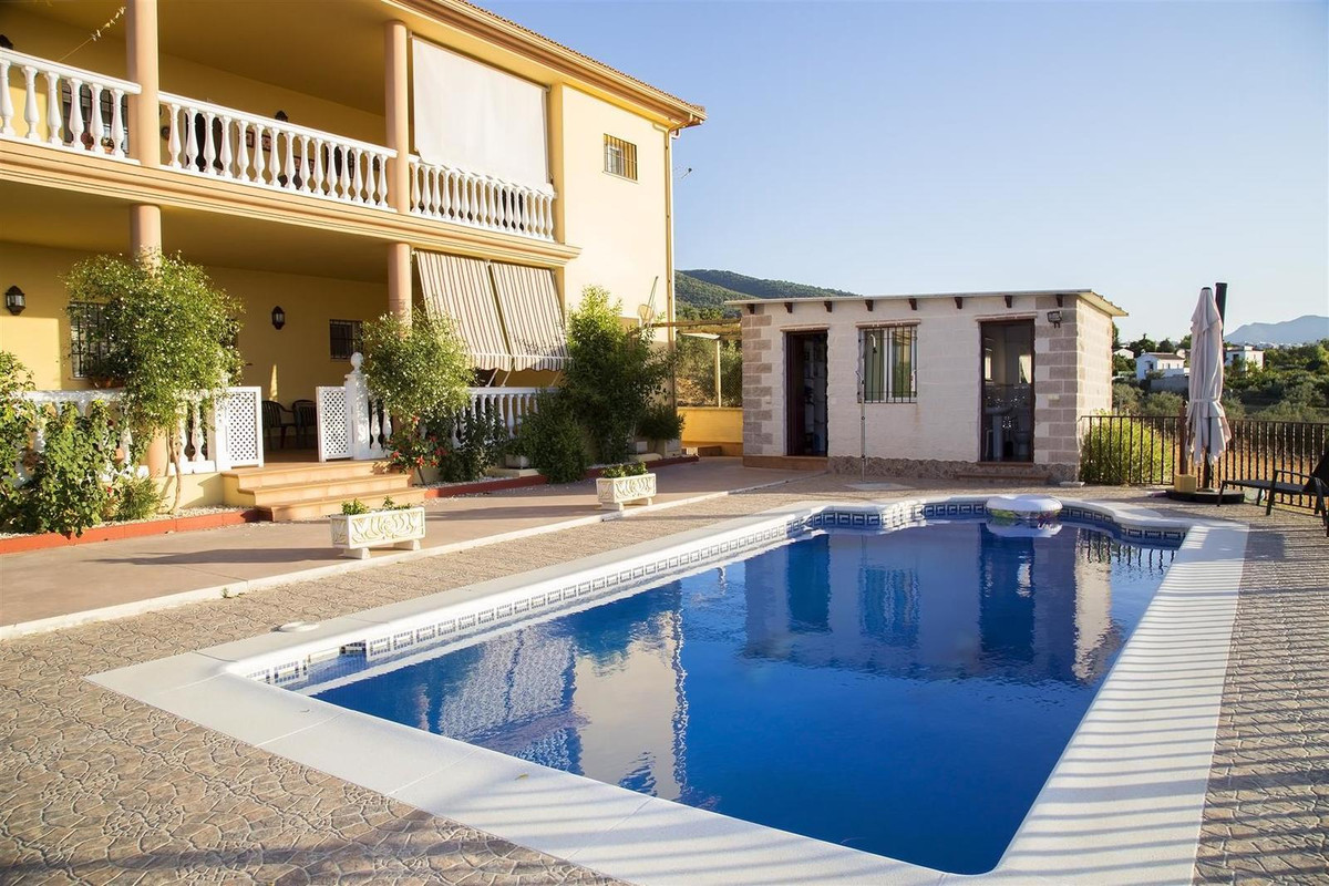 Two-storey country property with wonderful views, ideal for 2 families, built with high quality mate,Spain