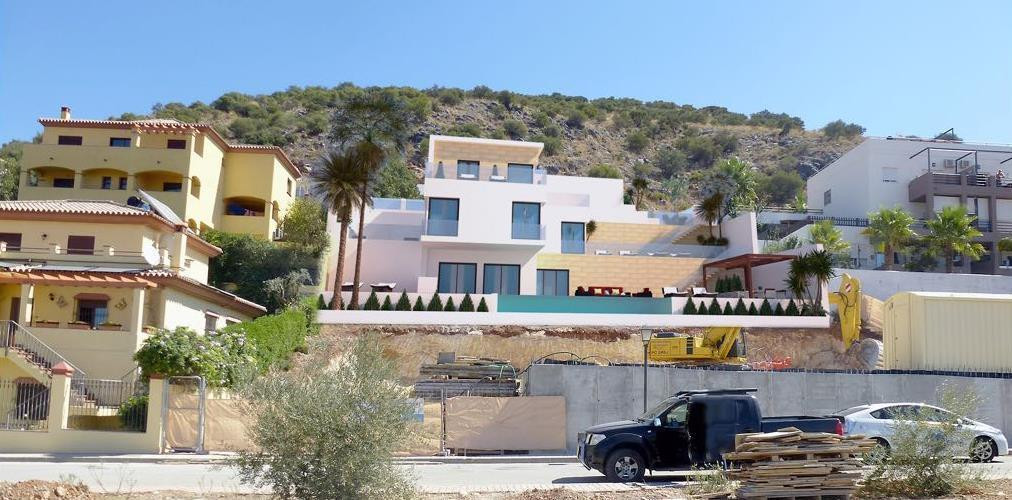 This modern detached villa is located in one of the best urbanisation of Coin. Distributed over 3 le,Spain
