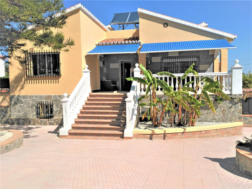If you are looking for a substantial detached villa with private pool, walking distance to all ameni,Spain