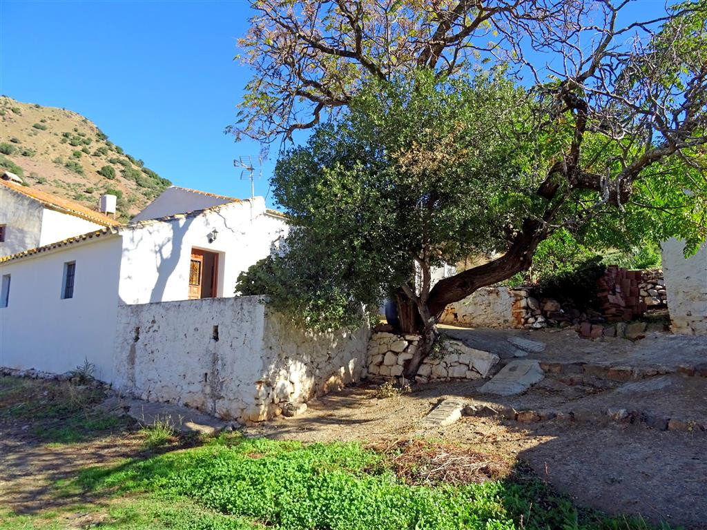 Large plot of rustic land near to Almogia with a house, large storehouse and corral needing a comple, Spain