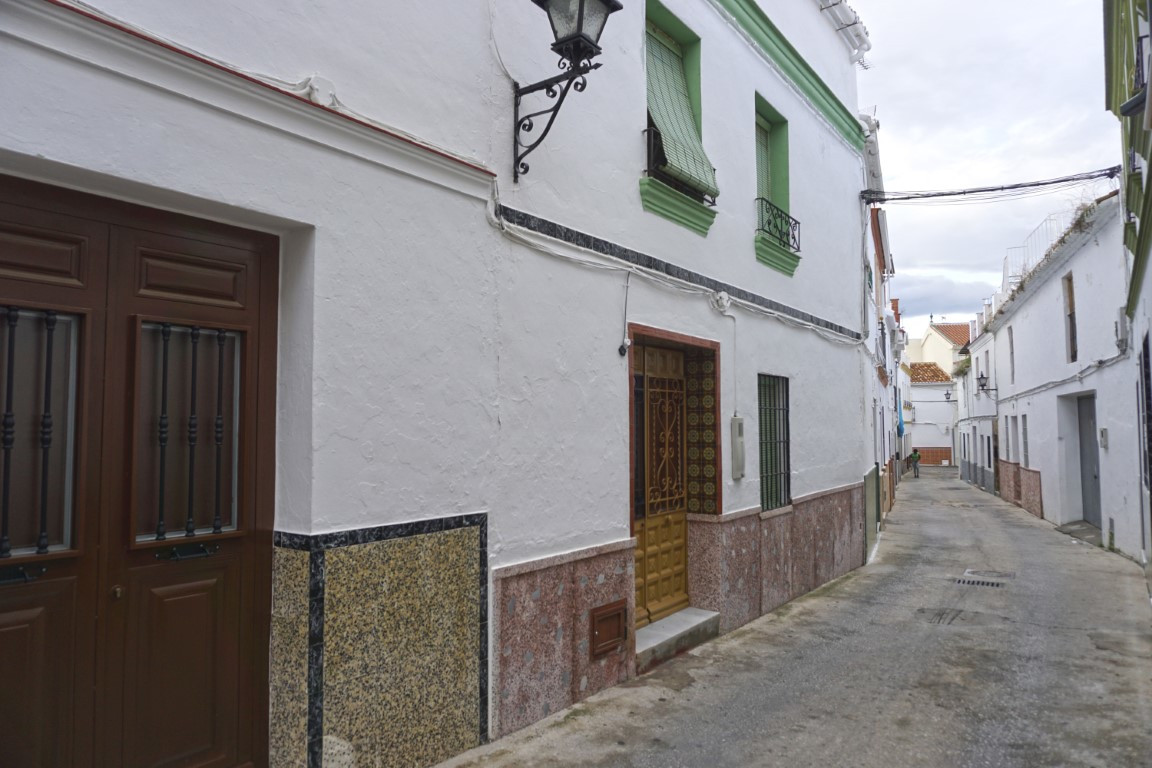 Very spacious townhouse located in the heart of the lively town of Alhaurin El Grande. The house is , Spain