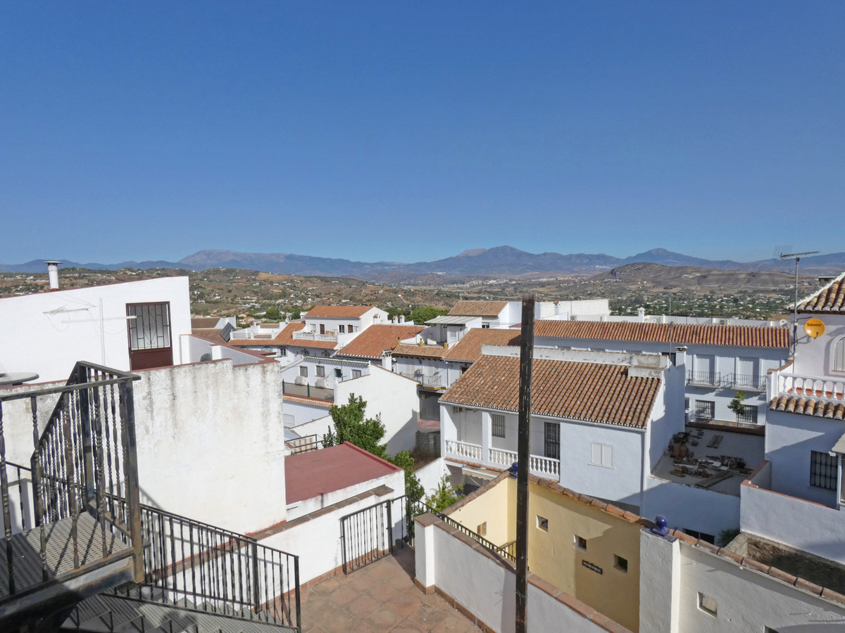 Large bright townhouse in the centre of Alhaurin el Grande, with very beautiful views. The property , Spain