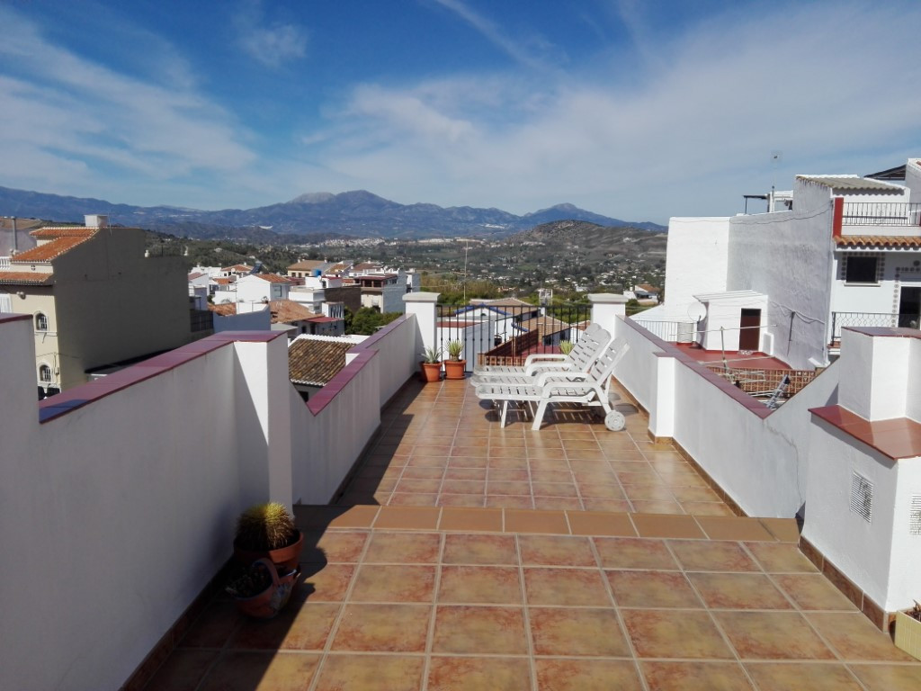 Lovely and quirky recently reformed 3 bedroom townhouse on the edge of town. Located in a very quiet, Spain