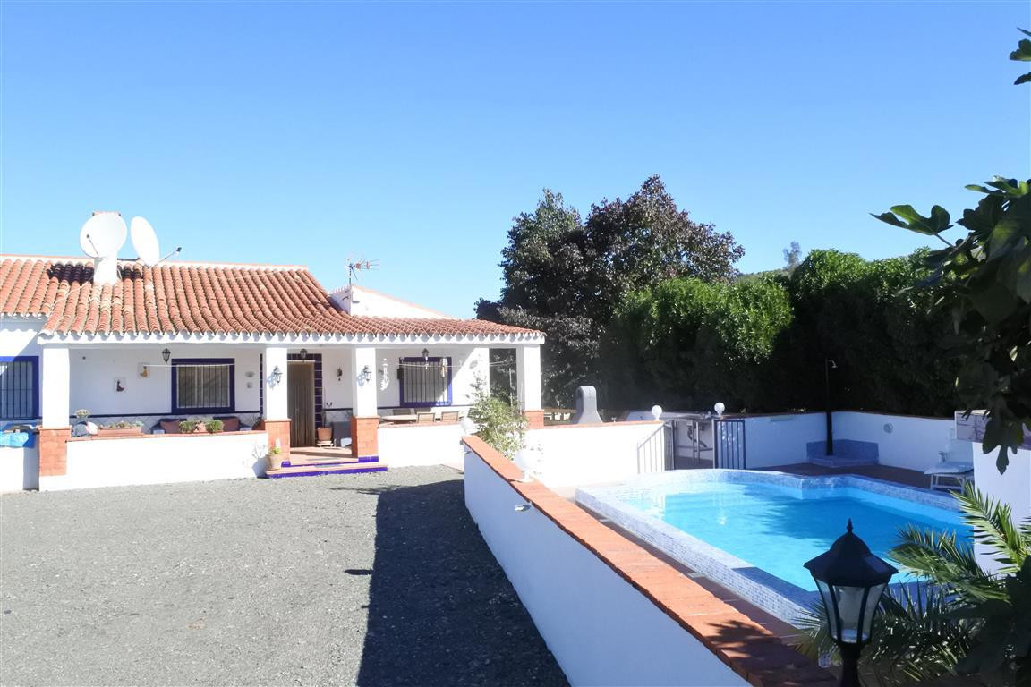 A fabulous finca located in a peaceful area close to Alora and the Caminito del Rey. The house has 2,Spain