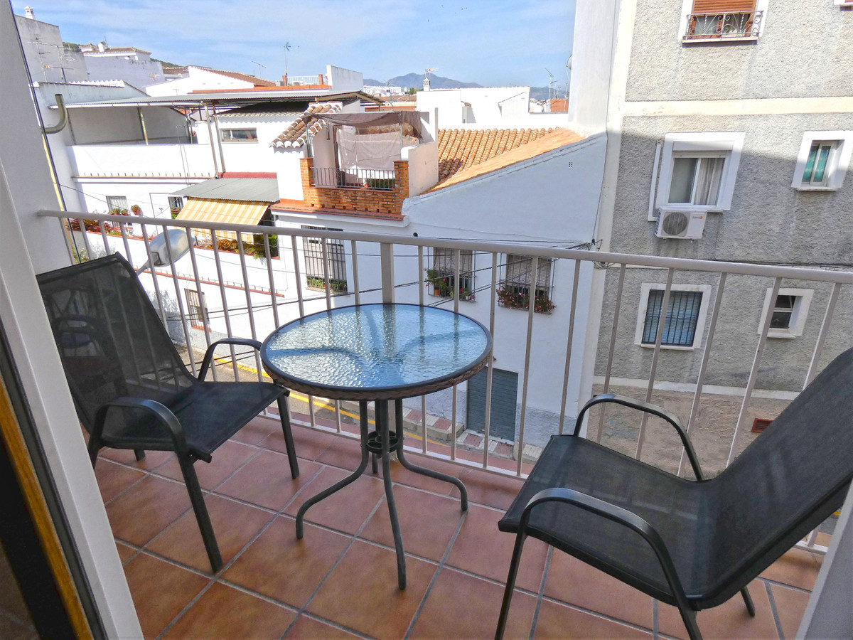 A fully renovated apartment just off the main high street of Alhaurin el Grande, with restaurants, c,Spain