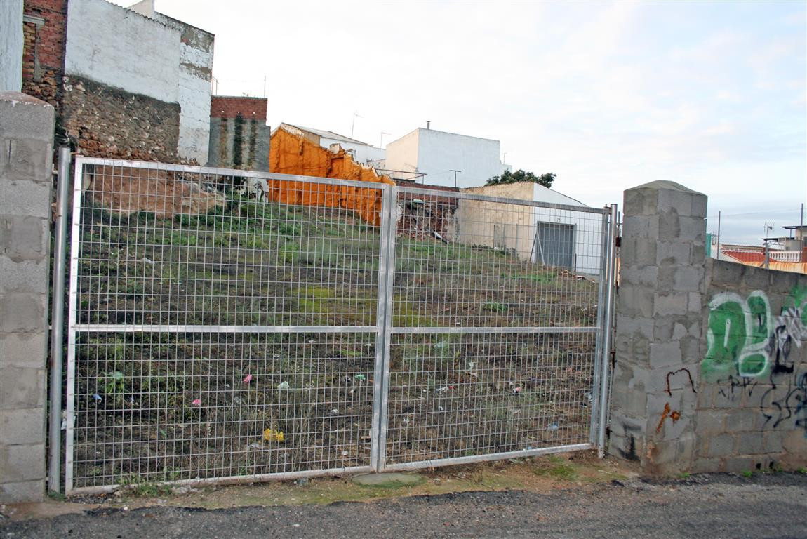 This is an attractive urban plot located in the heart of Alhaurin El Grande, close to local services, Spain