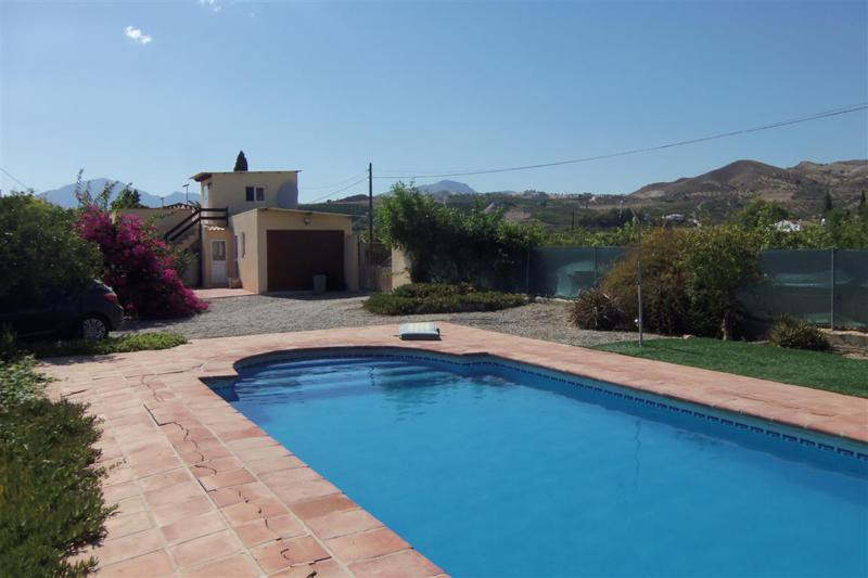 5 bedroom, 2 bathroom country property situated in the valley close to the village of Alora. The pro, Spain