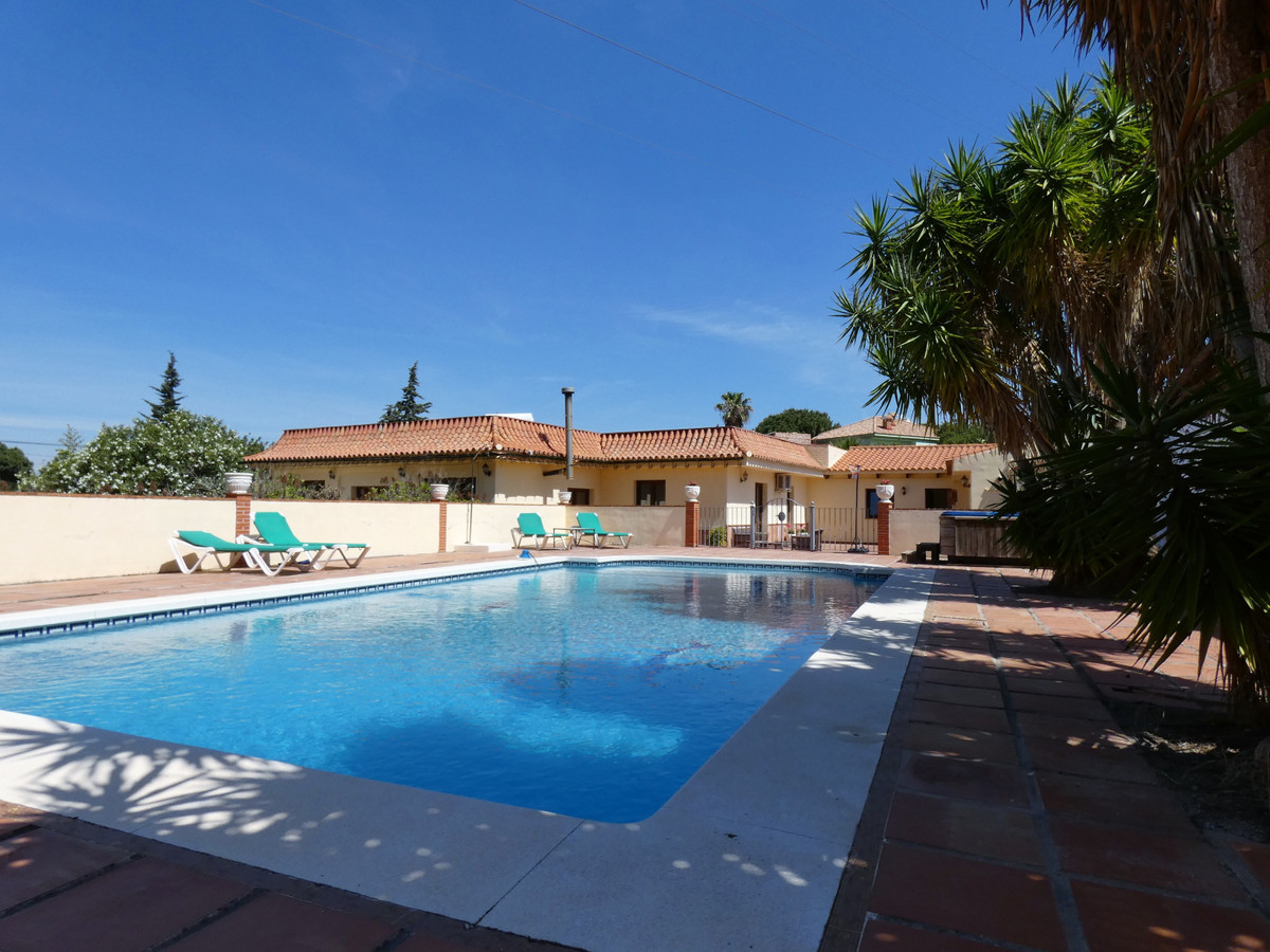 Located on the outskirts of Alhaurin de la Torre this urban property would make the perfect family h,Spain