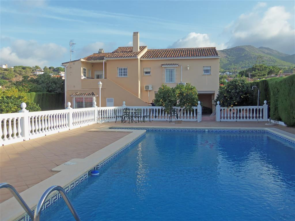 A fantastic property in an excellent location, at the bottom of popular Pinos de Alhaurin urbanisati,Spain