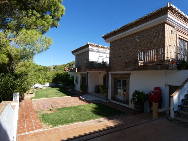 Villa – Chalet en venta en Alhaurín de la Torre – R3514396