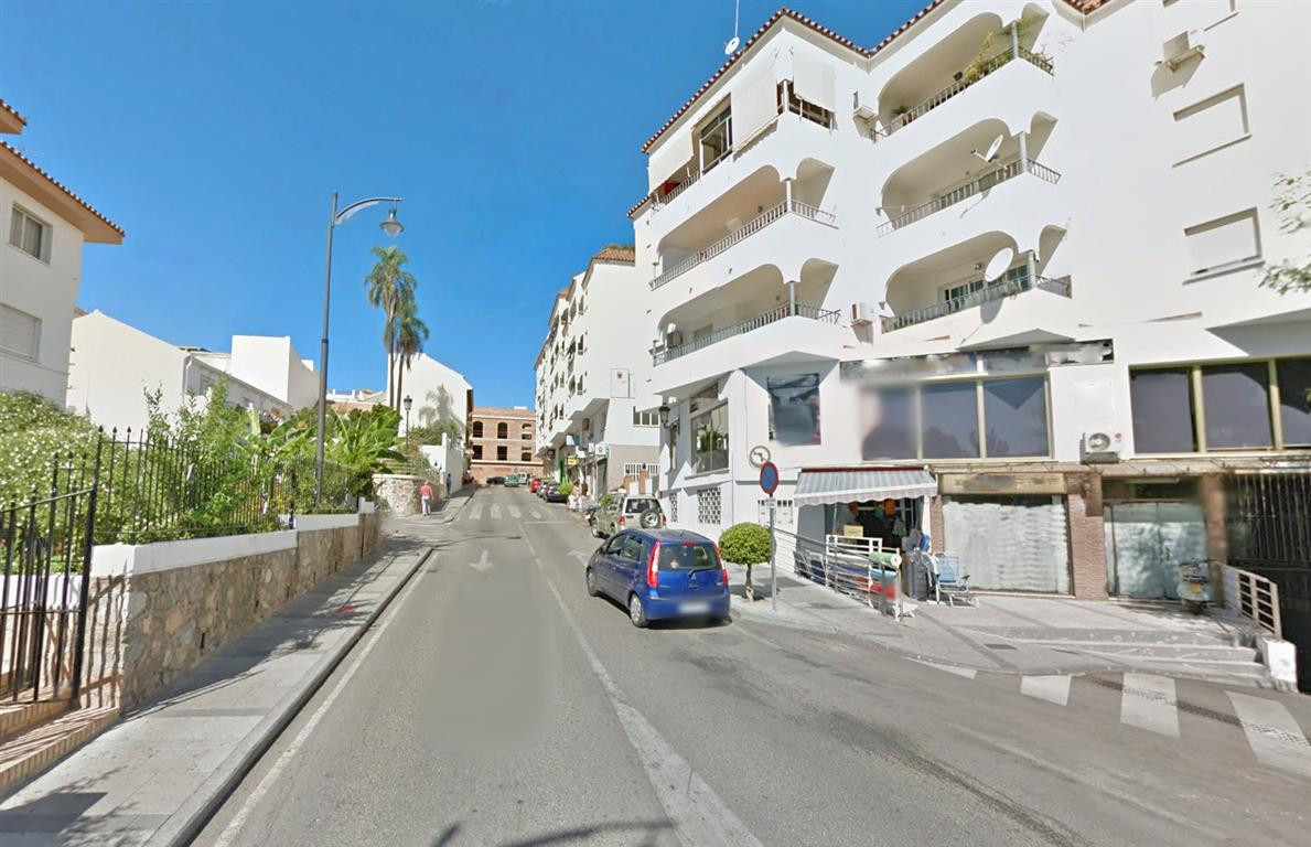Extensive office of 76m², completely open plan, in the best area of Alhaurin, right at the entrance ,Spain