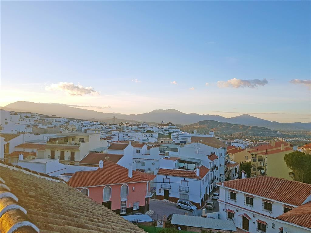 Fantastic apartment in Alhaurin el Grande. The property is part of a building with just 6 neighbours,Spain