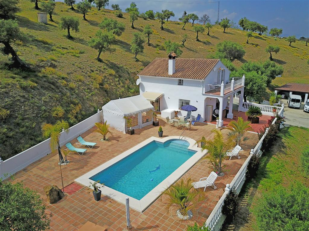 Fantastic modern, bright, and beautifully decorated property with fantastic south facing mountain vi, Spain
