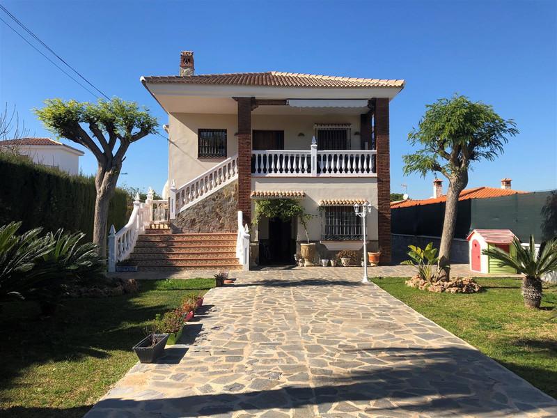 Villa – Chalet en venta en Alhaurín de la Torre – R3453010