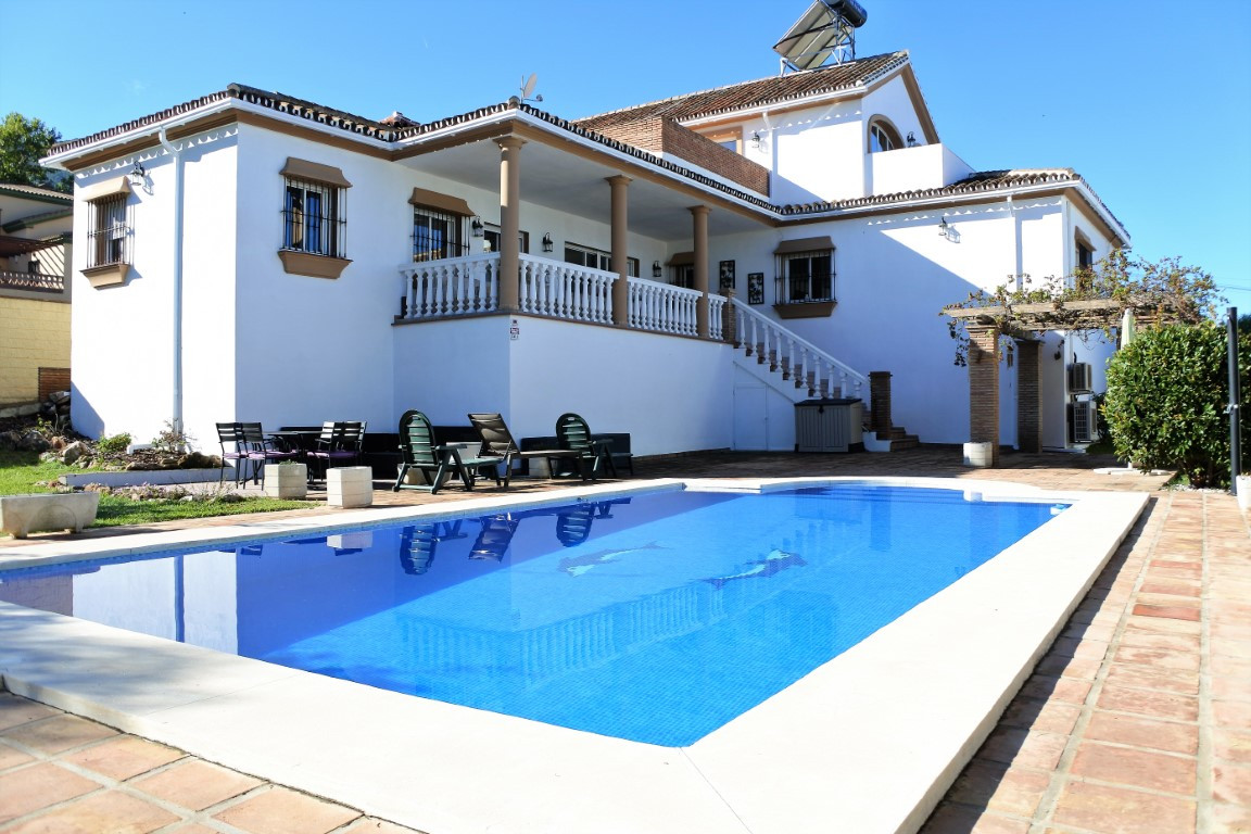 A very spacious detached villa with large garden and pool; located in a quiet urbanisation within wa,Spain