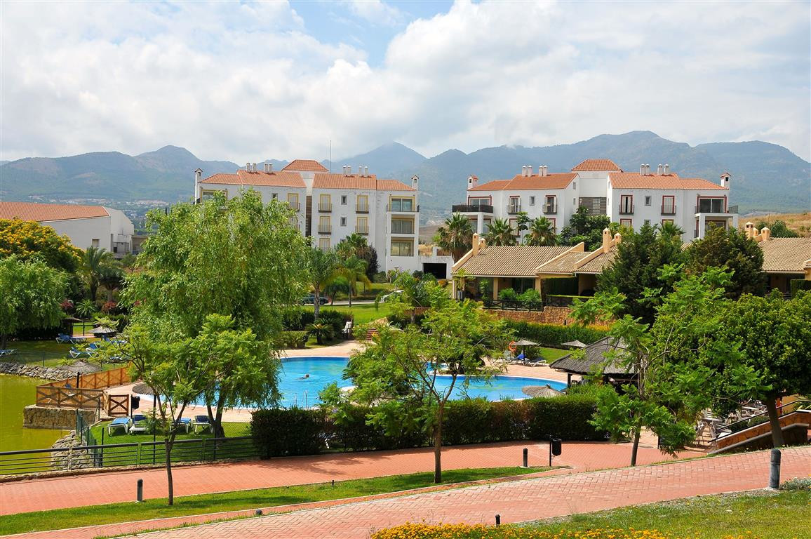 Nice second-floor apartment in a modern complex only 10 minutes from the centre of Alhaurin de la To, Spain
