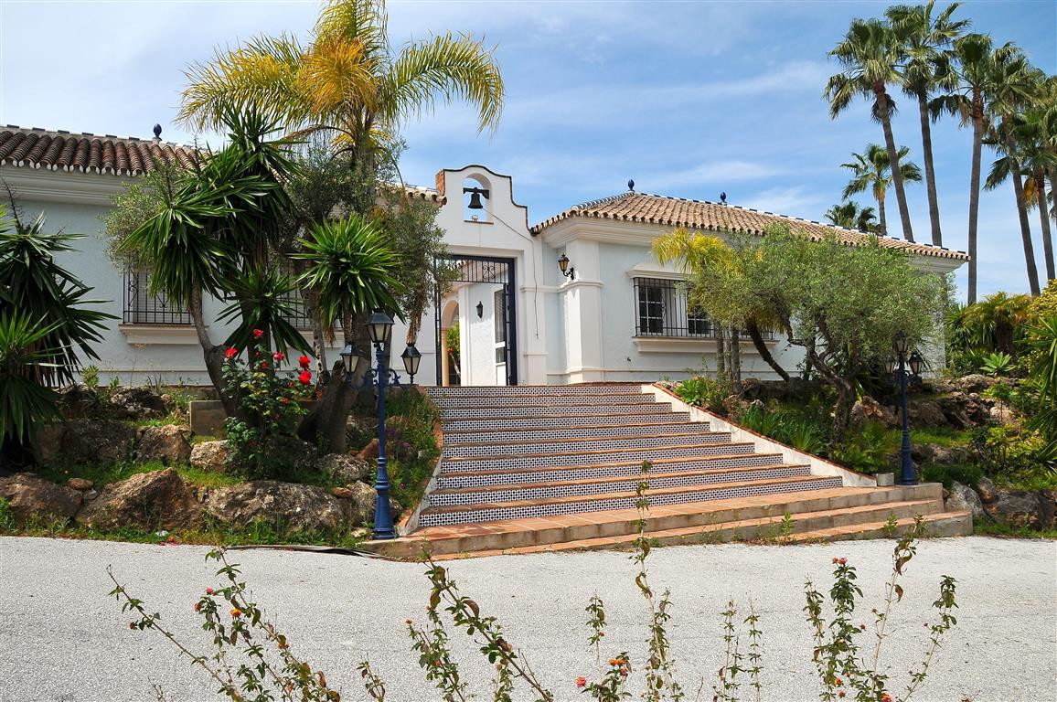 Beautiful detached Andalusian style villa in an urbanisation just 5 minutes from the village. It has,Spain